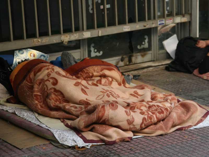 Μισό εκατομμύριο Αθηναίοι είναι υποψήφιοι άστεγοι;